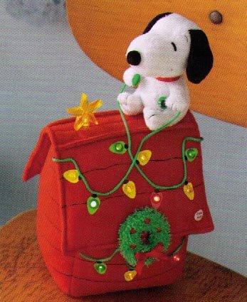Hallmark XAG5081 Deck the Halls Snoopy Plush