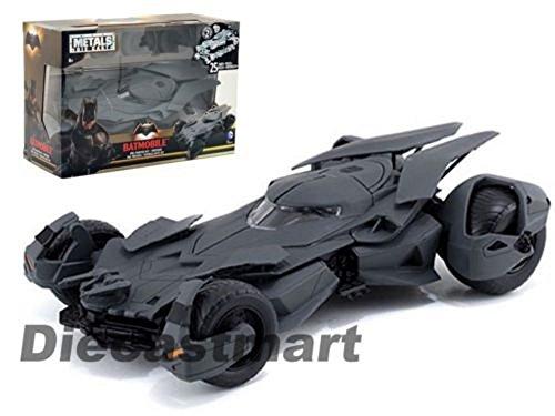 JADA 124 NEW BATMAN V SUPERMAN MOVIES BATMOBILE MODEL KIT NEW DIECAST 97395
