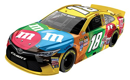 Lionel Racing Kyle Busch 18 M&Ms 2016 Toyota Camry NASCAR Diecast Car 124 Scale